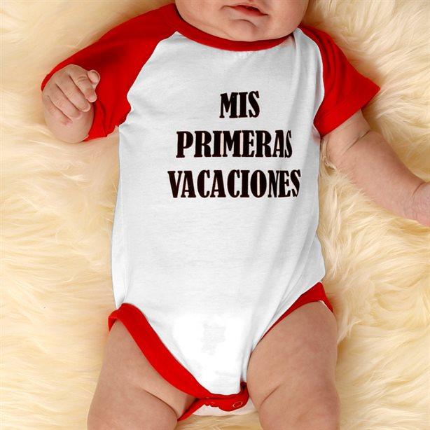 Pijama para bebé personalizado con mangas contrastadas.